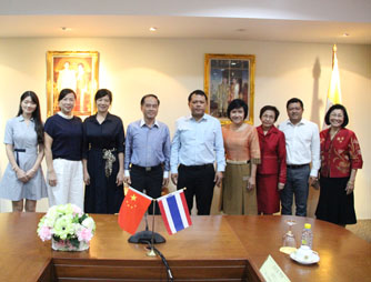 The Board of Administration from Haikou University of Economics had visited Chinese students